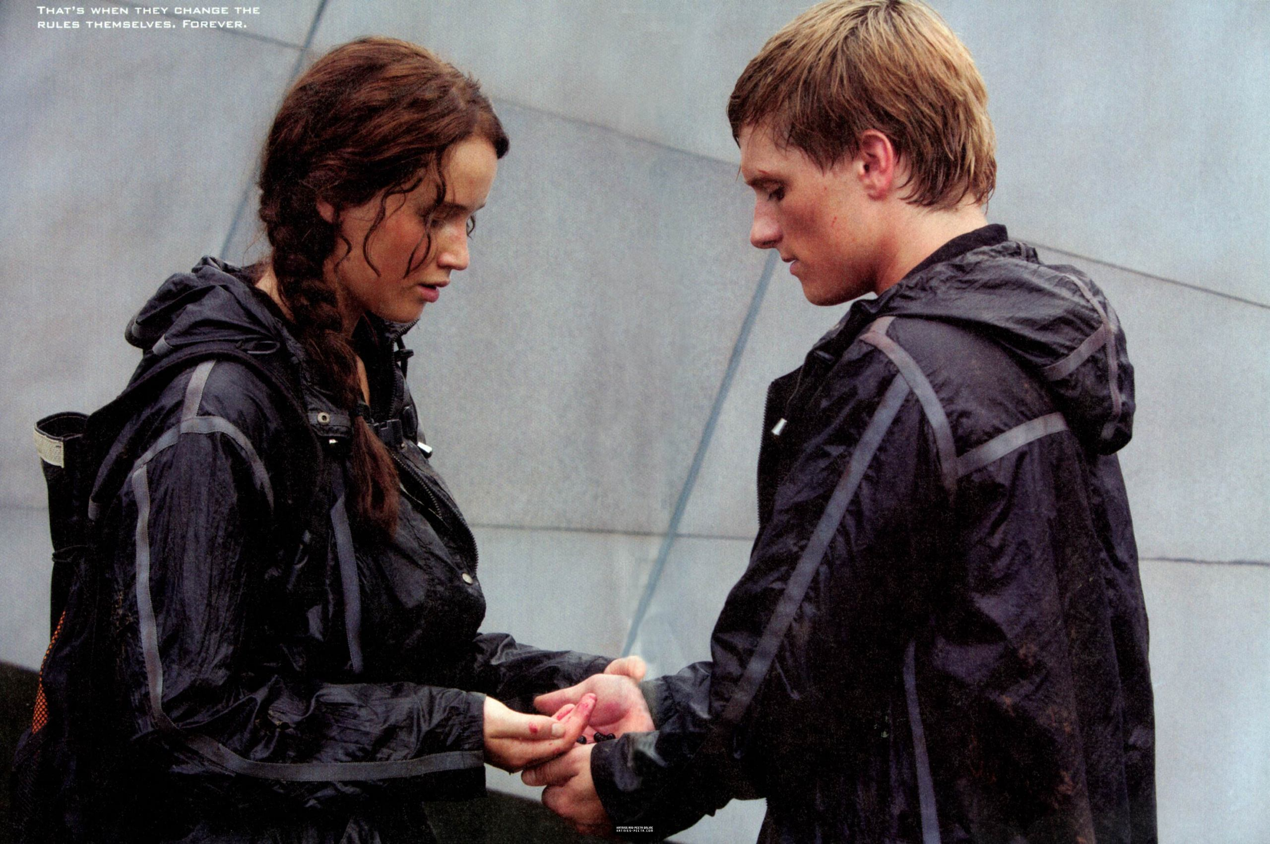 hunger games 1 summary