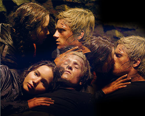 Beso Peeta y Katniss